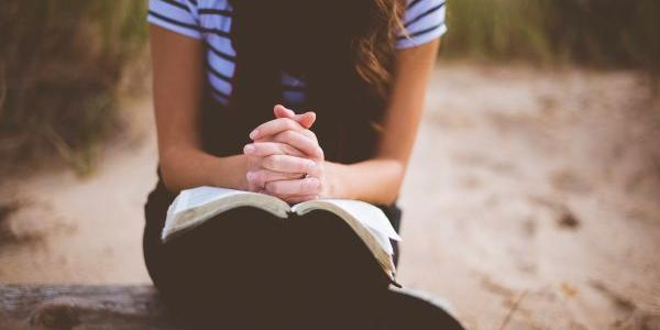 O primeiro passo para começar a rezar