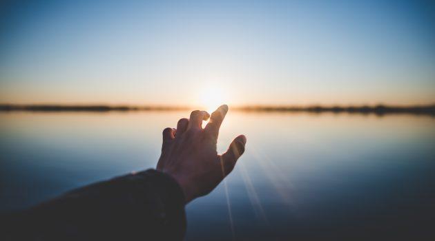 """Comentario a la liturgia: Domingo, 10 de febrero - """"El Señor llama a cada uno por su nombre y le invita a seguirle y servirle""""."""