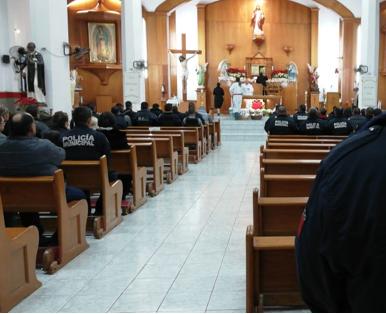 Celebran el Día del Policía con misa en la Iglesia Sagrado Corazón de Jesús