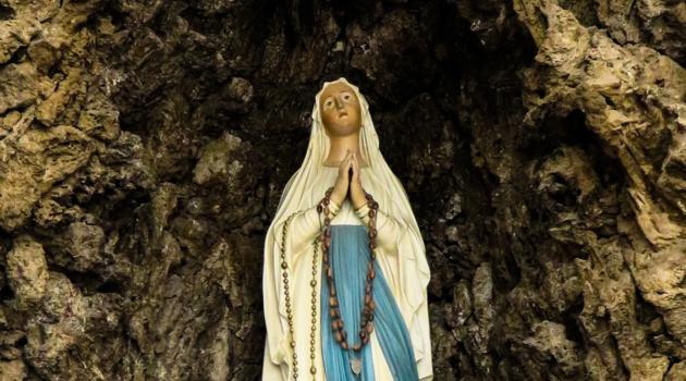 Historia objawień i kultu w Lourdes